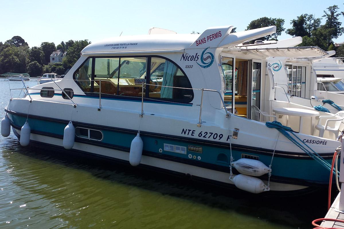 location de bateau sans permis sur le canal de nantes brest. Black Bedroom Furniture Sets. Home Design Ideas