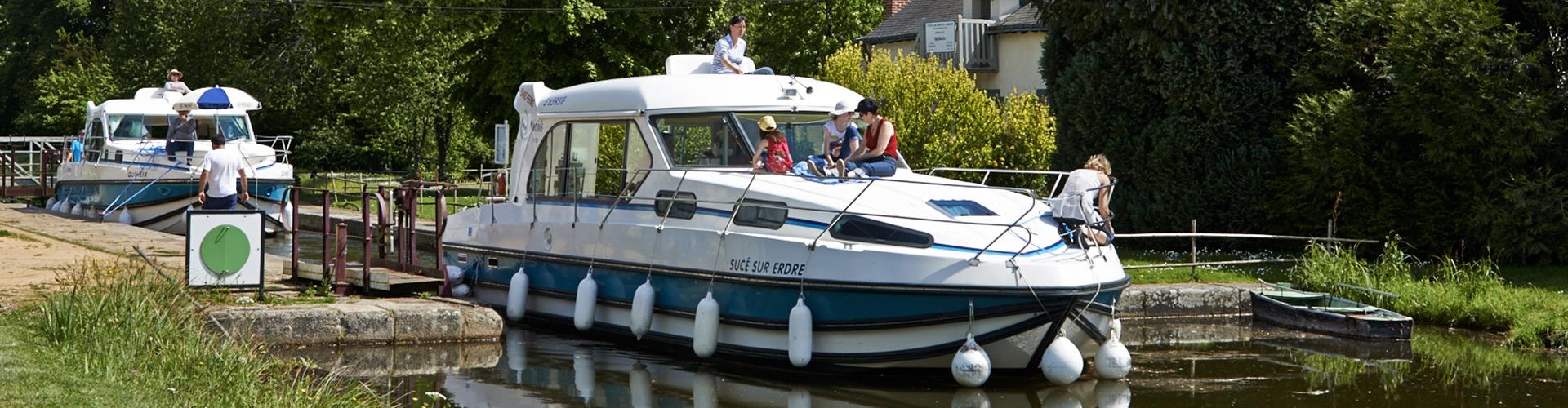 tarifs location de bateau sans permis nantes. Black Bedroom Furniture Sets. Home Design Ideas